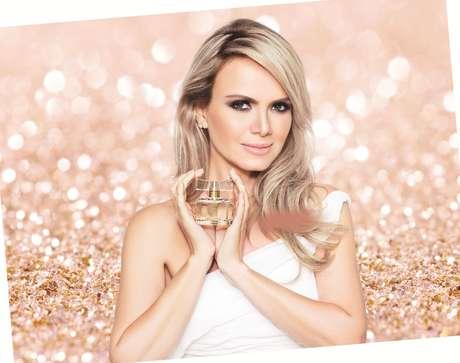 <p>A apresentadora Eliana já tem um perfume para chamar de seu. Em parceria com a marca Jequiti, ela assina uma fragrância romântica, que acaba de ser lançada no mercado</p>