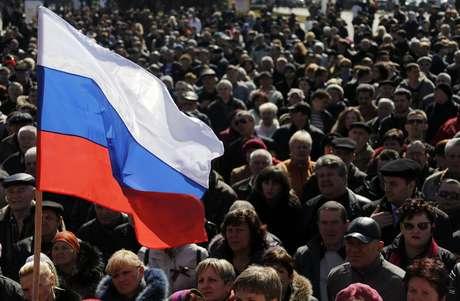 Cerca de 4 mil pessoas lotaram a cidade de Donetsk neste sábado