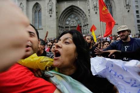 <p>Mulher grita contra a marcha e gera tumulto</p>