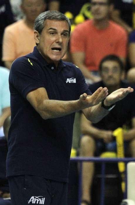 Apesar da vitória fácil, Zé Roberto observou alguns erros na Amil