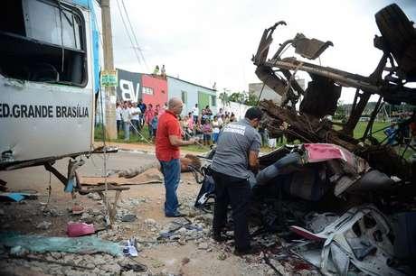 De acordo com a corporação, entre os mortos estavam dois ocupantes do caminhão e dois pedestres