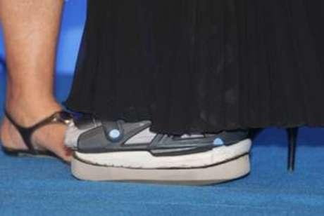 <p>Xuxa tem usado a bota ortopédica em eventos</p>