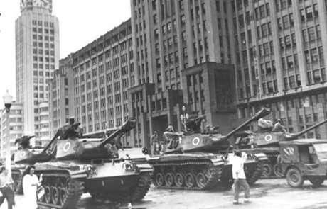 <p>Militares tomaram o poder à força em 1964</p>