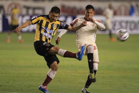 <p>Raúl Ruidíaz rompió su sequía de goles y provocó un penal para Universitario.</p>