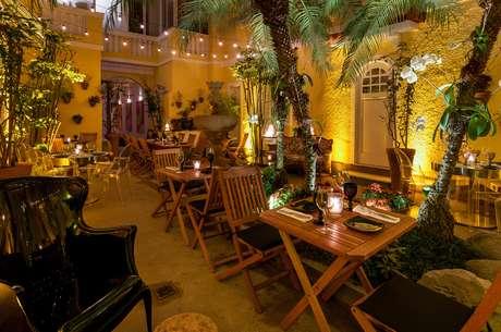 O restaurante do ator Jorge de Sá fica em um casarão dos anos 1970 localizado no bairro de Ipanema, no Rio de Janeiro. O Riso Bistrô é requintado e destaca-se pelo belo jardim e por um salão de design arrojado