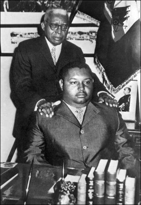 <p>Jean Claude Duvalier, o Baby Doc, posa junto do pai, no palácio presidencial, na capital Porto Príncipe</p>