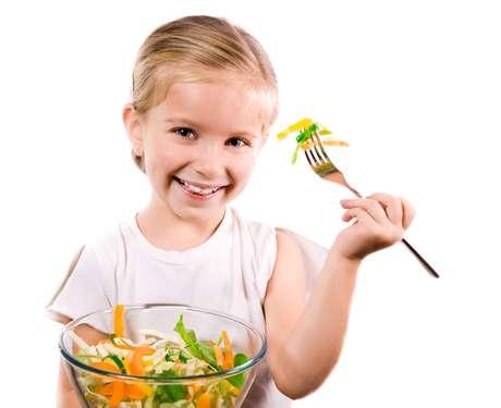 O complemento alimentar se faz é necessário quando a criança ou o adolescente não ingere alimentos saudáveis ou o organismo não consegue metabolizar os nutrientes, causando uma deficiência