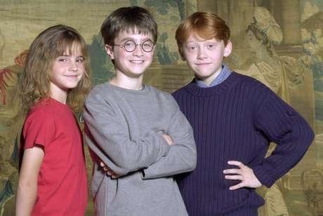 Emma Watson com Daniel Radcliffe e Rupert Grint em 2000, quando foram anunciados como protagonistas de 'Harry Potter'