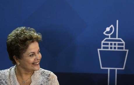 <p>Pesquisa indica queda na intenção de voto em Dilma</p>