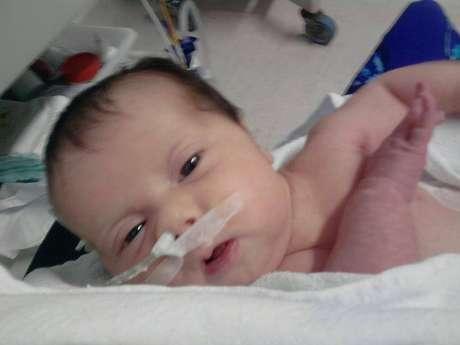 <p>Sofia, 4 meses, precisa de uma cirurgia complexa, pois não consegue digerir alimentos</p>