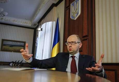 <p>Yatseniuk afirmou que a Ucrânia poderá realizar importações de reversão do hidrocarboneto russo através de Eslováquia, Polônia e Hungria</p>