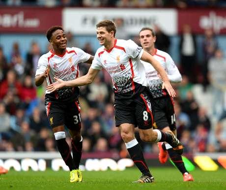 Gerrard festeja gol do Liverpool neste domingo