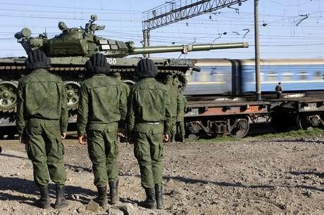 Soldado russo matou um oficial ucraniano na Crimeia, segundo o Ministério de Defesa da Ucrânia