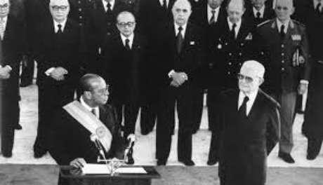 Os ex-presidentes Ernesto Geisel e João Batista Figueiredo durante passagem de cargo em Brasília