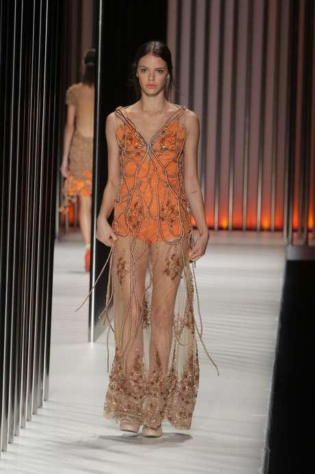 <p>Laura Neiva desfilou no Minas Trend</p>