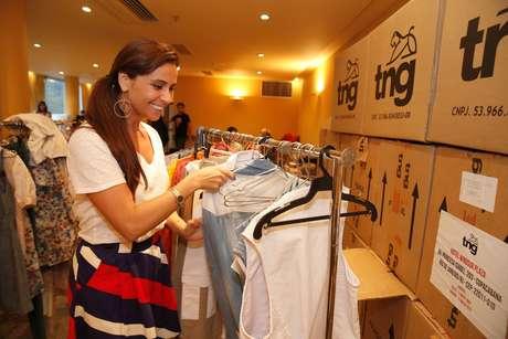 Giovanna Antonelli e Tainá Müller realizaram nesta quarta-feira (9) a prova de roupa para o desfile da grife TNG, no Fashion Rio