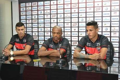 João Lucas (esq), Marcus Winícius (centro) e Wágner Carioca foram apresentados