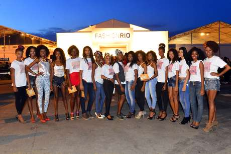 Manifestação pedia mais espaço a modelos negros no Fashion Rio