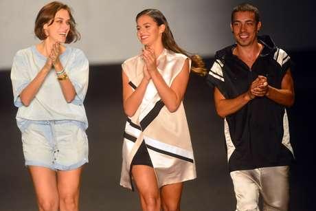 <p>Bruna Marquezine e Di Ferrero na passarela da grife</p>