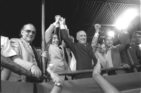 <p>Comício das Diretas reuniu lideranças como Leonel Brizola, Tancredo Neves e Fernando Henrique Cardoso</p>