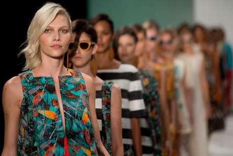 <p>Aline Weber desfila pela Cant&atilde;o no Fashion Rio</p>