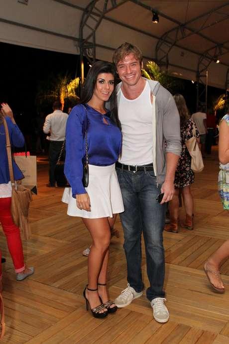 Thor Batista foi à Marina da Glória acompanhado de Paola Leça