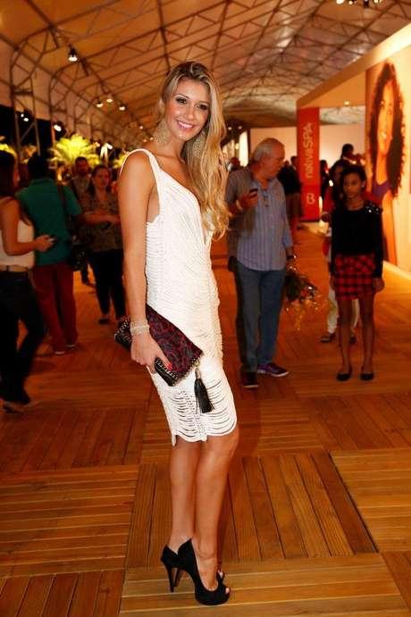 <p>Tatiele Polyana diz que já comprou vestido por impulso: ''quando cheguei em casa, não tinha gostado mais''</p>