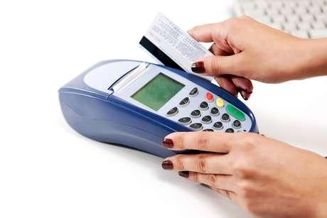<p>Resolução 34/1989, do Conselho Nacional de Defesa do Consumidor, proibia que o comerciante estabelecessediferença de preço de venda quando o pagamento ocorresse por meio de cartão de crédito</p>