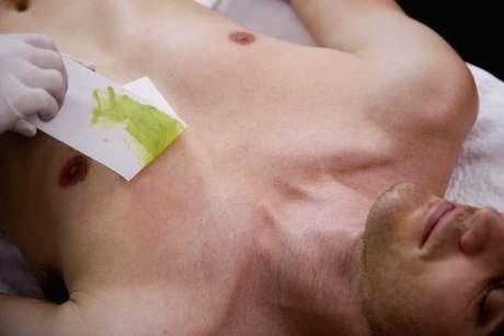 Peito é região mais depilada em homens
