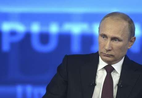 <p>O governo de Vladimir Putin nega que a nova lei regula os blogueiros como veículos de mídia</p>