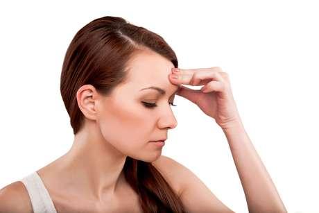 Estresse pode se refletir em problemas cutâneos porque provoca alterações hormonais e libera substâncias na corrente sanguínea responsáveis por provocar queda na imunidade e deixar o organismo mais vulnerável a infecções e outros problemas