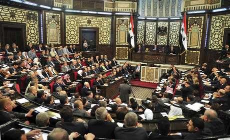 Parlamento se reuniu nesta segunda-feira para decidir data de eleições na Síria: 3 de junho; oposição rejeita ideia