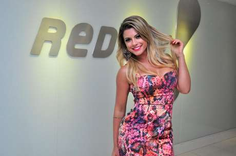 A RedeTV! anunciou, nesta quarta-feira (23), que Babi Rossi e Andressa Urach são as mais novas contratadas da emissora. Nesta tarde, as duas assinaram contratos para integrar o time de apresentadores do 'Morning Show', que passará a se chamar 'Muito Show', com estreia prevista para 5 de maio