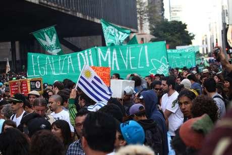 Cerca de 3 mil pessoas participaram da Marcha da Maconha em São Paulo