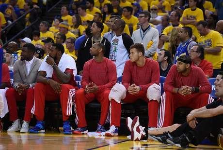 Atletas dos Clippers protestaram do banco de reservas com camisetas do avesso