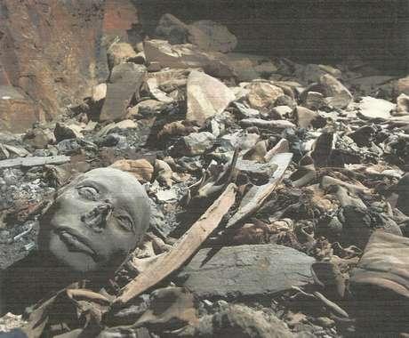 <p>Segundo estudosiniciais,a tumba, que conta comos restos mortais de príncipes e princesas,foi saqueada em épocas anteriores</p>