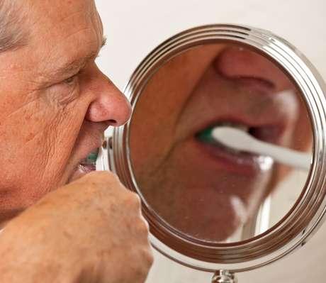 <p>El envejecimiento generalprovocala obstrucción progresiva de los túbulos dentales</p>