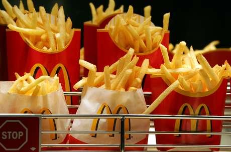 <p>Funcionários brasileiros teriam rejeitado comer batata frita e hambúrguer todos os dias</p>