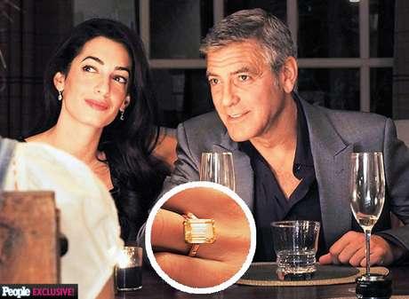 <p>George Clooney le entregó a su prometida Amal Alamuddin un diamante cortado en forma de esmeralda de siete quilates y con adornos en platino el pasado 22 de abril de 2014.</p>