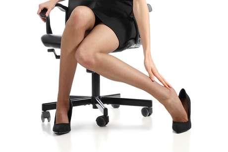 Aquela sensação de peso e cansaço nas pernas, sentida principalmente por pessoas que permanecem muitas horas em pé ou sentadas, pode ser evitada com o uso diário das meias de compressão