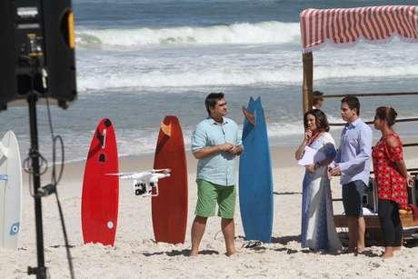 """Zeca Camargo está em busca do """"Garoto Boogie Oogie"""", um novo talento que estará no elenco da próxima novela das 18h da TV Globo. Para encontrar o rapaz, que interpretará um surfista, o apresentador foi à praia do Pepê, na zona oeste do Rio de Janeiro, nesta quarta-feira (30)"""
