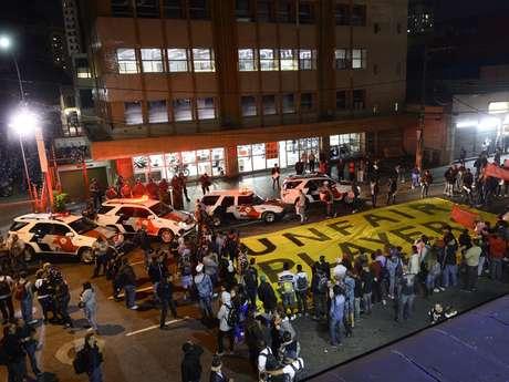 <p><strong>29 de abril</strong>-Cerca de 500 manifestantes, segundo a PM, interditam a rua Tuiuti, no Tatuapé, zona leste de São Paulo, contra a Copa</p>