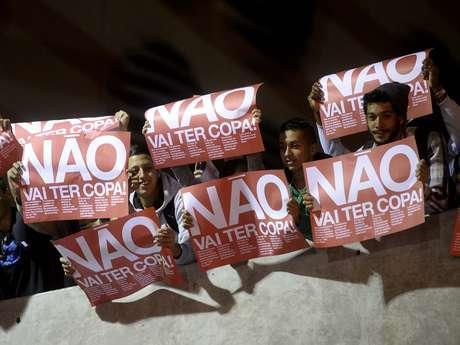 <p>Manifestantes protestam contra a Copa do Mundo, em São Paulo</p>