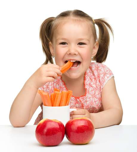 Uma cenoura grande, com cerca de 100 gramas, contém 2025 microgramas de vitamina A