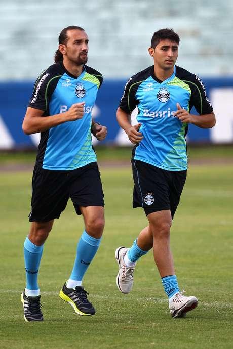 <p>Barcos e Alan Ruiz durante treinamento</p>