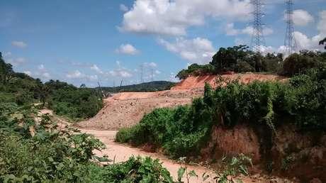 <p>Obras que geraram remoções em Camaragibe, como oRamal da Copa, ainda parecem distantes de ficarem prontas</p>