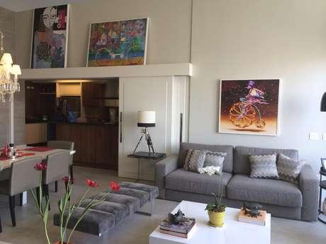 O abajur deve combinar com o estilo da decoração, a dimensão da mesa e a personalidade do morador