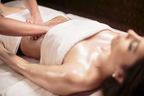 Tipo de massagem combate os efeitos provocados pelo inchaço e pela celulite, além de melhorar de forma instantânea o tônus muscular da região dos braços, pernas e cintura