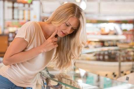 Após os 30 anos, o colágeno tende a diminuir no organismo, sendo importante remanejar o cardápio e investir no consumo de alimentos ricos na substância que dá sustentação à pele