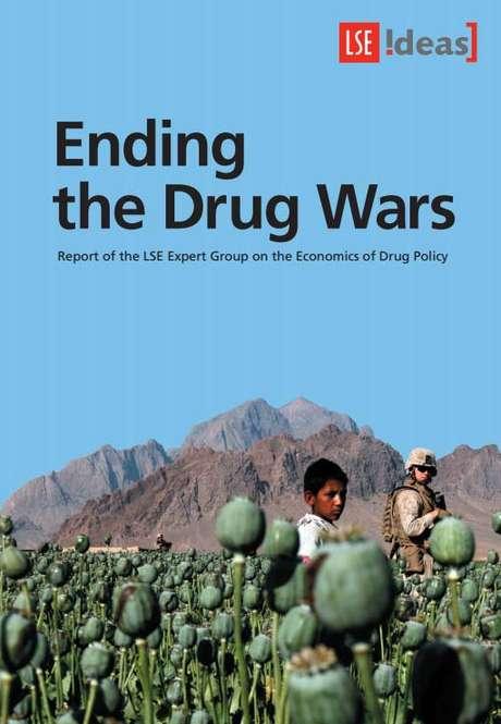 <p>Guerra global contra as drogas tem efeitos colaterais enormes, dizem autores</p>